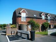 Maisonette to rent in Hamble