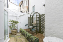 1 bedroom Ground Flat to rent in QUEEN'S GATE TERRACE...