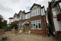 2 bed Flat to rent in Loveday Road, Ealing...