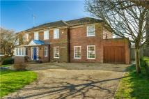 5 bedroom Detached home in 3 Nash Meadows...