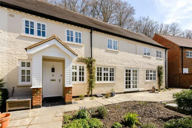 3 Bedroom House For Sale In The Courtyard Moor Park Way