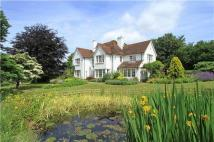 6 bed Detached home in Frensham Lane...