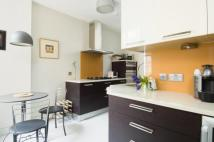 2 bed Flat to rent in Cranmer Court...