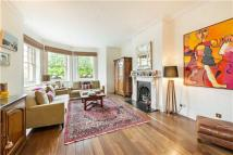 4 bedroom Flat in Campden Hill Court...