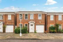 Detached home in Pembroke Gardens Close...