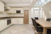 3 bed property to rent in Peel Street, Kensington...