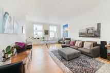2 bedroom Flat in Queen's Gate Gardens...