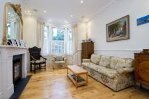 4 bedroom property in Broomhouse Road, London