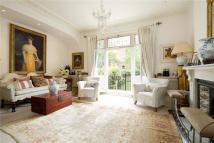 4 bed house in Chesilton Road, Fulham...