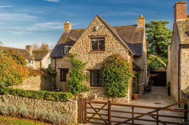 4 Bedroom Detached House For Sale In The Pound House Bletchingdon Road Hampton Poyle