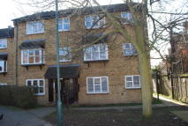 Ground Flat to rent in Parish Gate Drive...