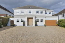 6 bed Detached property in Mymms Drive...