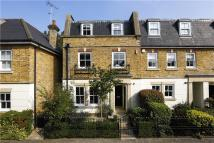 5 bed semi detached property in Fairfax Mews, London...