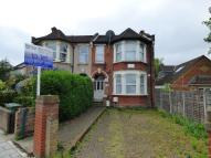 Flat to rent in Cameron Road, Ilford...