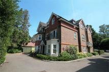 Flat to rent in Pembroke Road, Woking...