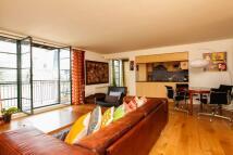 2 bedroom Flat to rent in Clink Street, Borough...