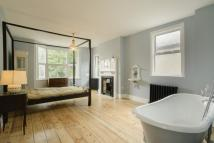 5 bed Terraced property in Palmerston Road, London...