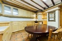 3 bed Flat in St. Georges Road, London...