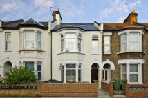 Terraced house to rent in Caistor Park Road...