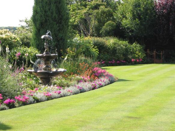 rear garden/fountain