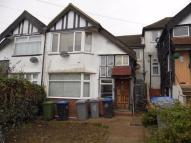 2 bed Flat to rent in Oak Tree Dell, LONDON