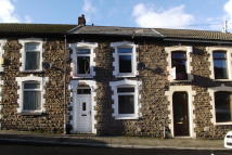 Terraced property to rent in Park Road, Cwmparc...