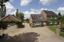 5 bedroom Detached house in Astwood Lane...