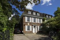 9 bedroom Detached property in Grove End Road...