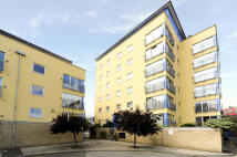 1 bedroom Flat in FONDA COURT...