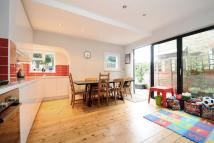 Maisonette in Fieldhouse Road, Balham...