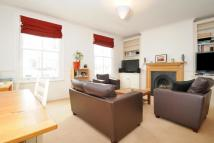 3 bedroom Flat in Cologne Road, Battersea