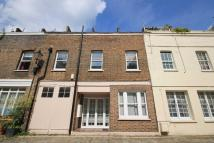 3 bed Flat in Gloucester Mews...