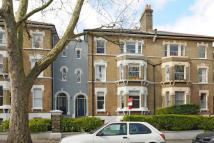 2 bedroom Flat in Breakspears Road...