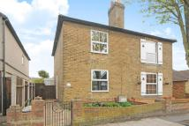 2 bed semi detached house in Freelands Grove, Bromley