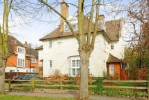 3 bed Flat in Park Hill, Bickley