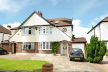 4 bed semi detached property in Blackbrook Lane, Bromley