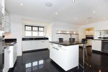 Kemnal Road Flat for sale