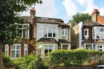 3 bedroom Flat in Farrer Road, Crouch End