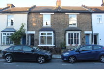 Terraced home to rent in Recreation Road...