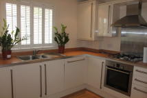 2 bedroom Ground Flat to rent in Elmers End Road...