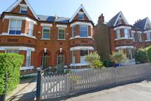 6 bedroom semi detached house in Winterbrook Road...