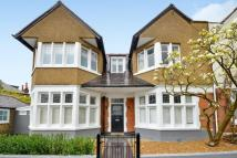 6 bed semi detached home in Pickwick Road...