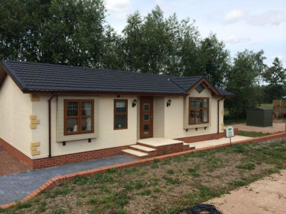 2 bedroom park home for sale in cotswold manor park