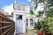 3 bed Terraced house in Askew Crescent...