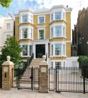 11 bed Detached home in Hamilton Terrace...