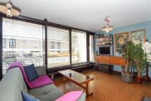 1 bedroom Flat in Lulot Gardens...