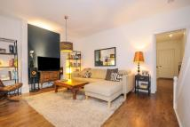 1 bedroom Flat in Thornhill Square...