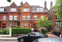 2 bedroom Flat for sale in Broadhurst Gardens...