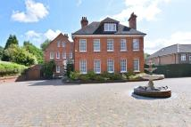 6 bedroom Detached property in Court Road, Eltham