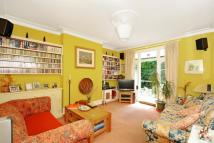Flat for sale in Vallance Road...